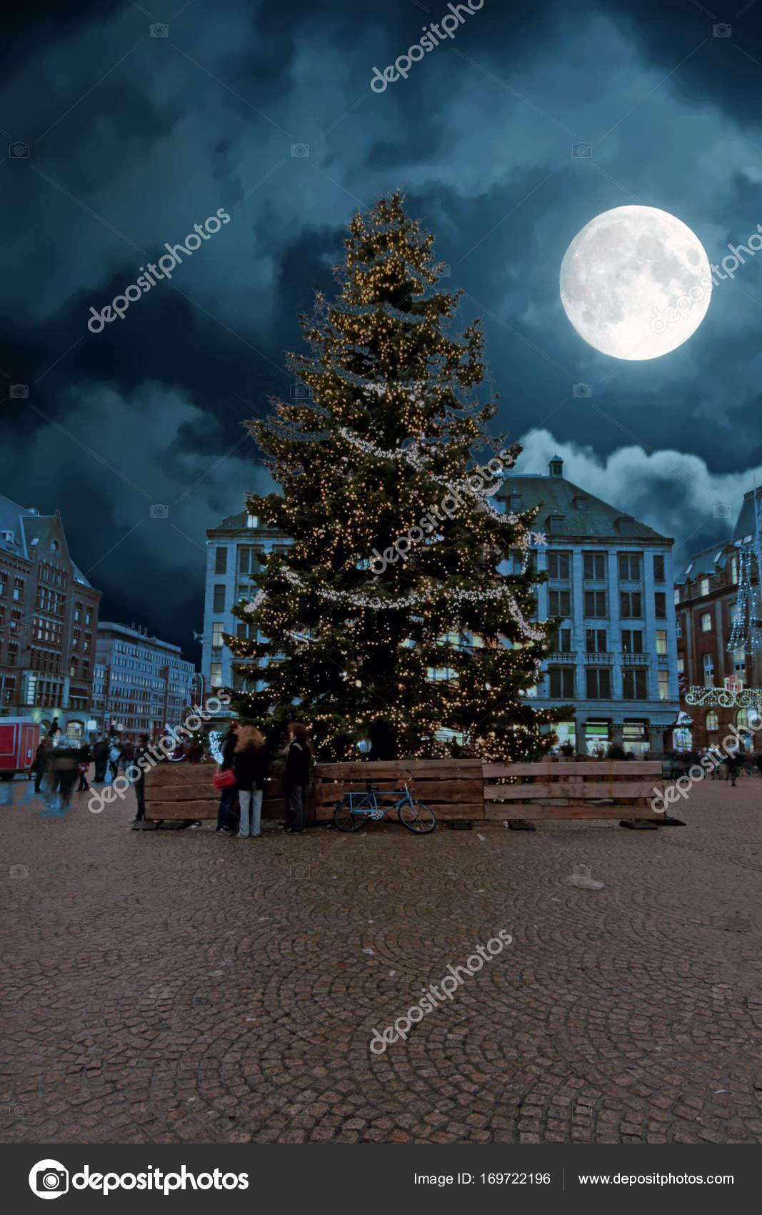 Weihnachten auf dem Dam in Amsterdam bei Vollmond in den ...