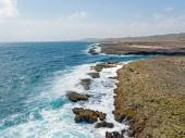 Costa selvaggia nord dallisola di Aruba nel Mar dei Caraibi