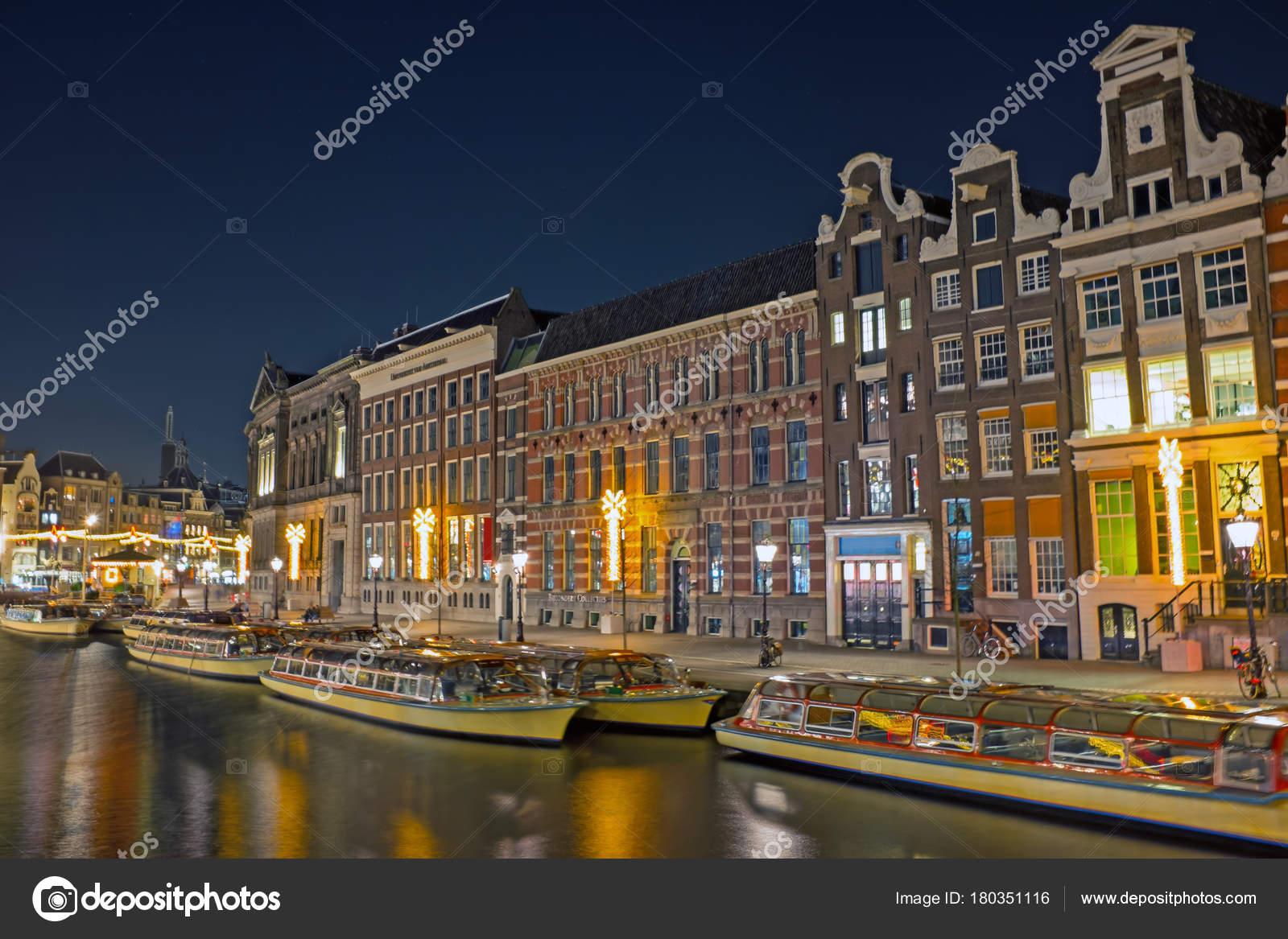 Malerische Stadt von Amsterdam zu Weihnachten in den Niederlanden ...