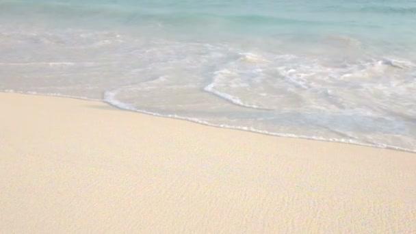 Onde tropicali al Mar dei Caraibi, sullisola di Aruba