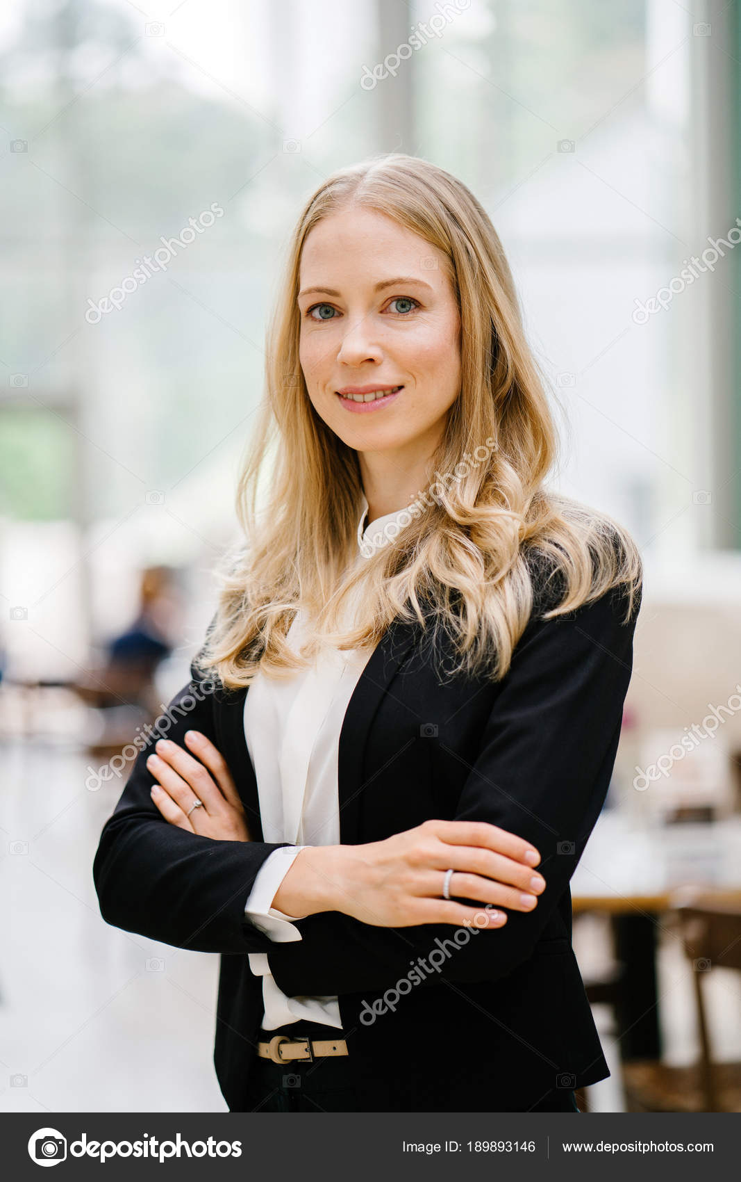Die weiße Frau der Asiens aus dem Kopf