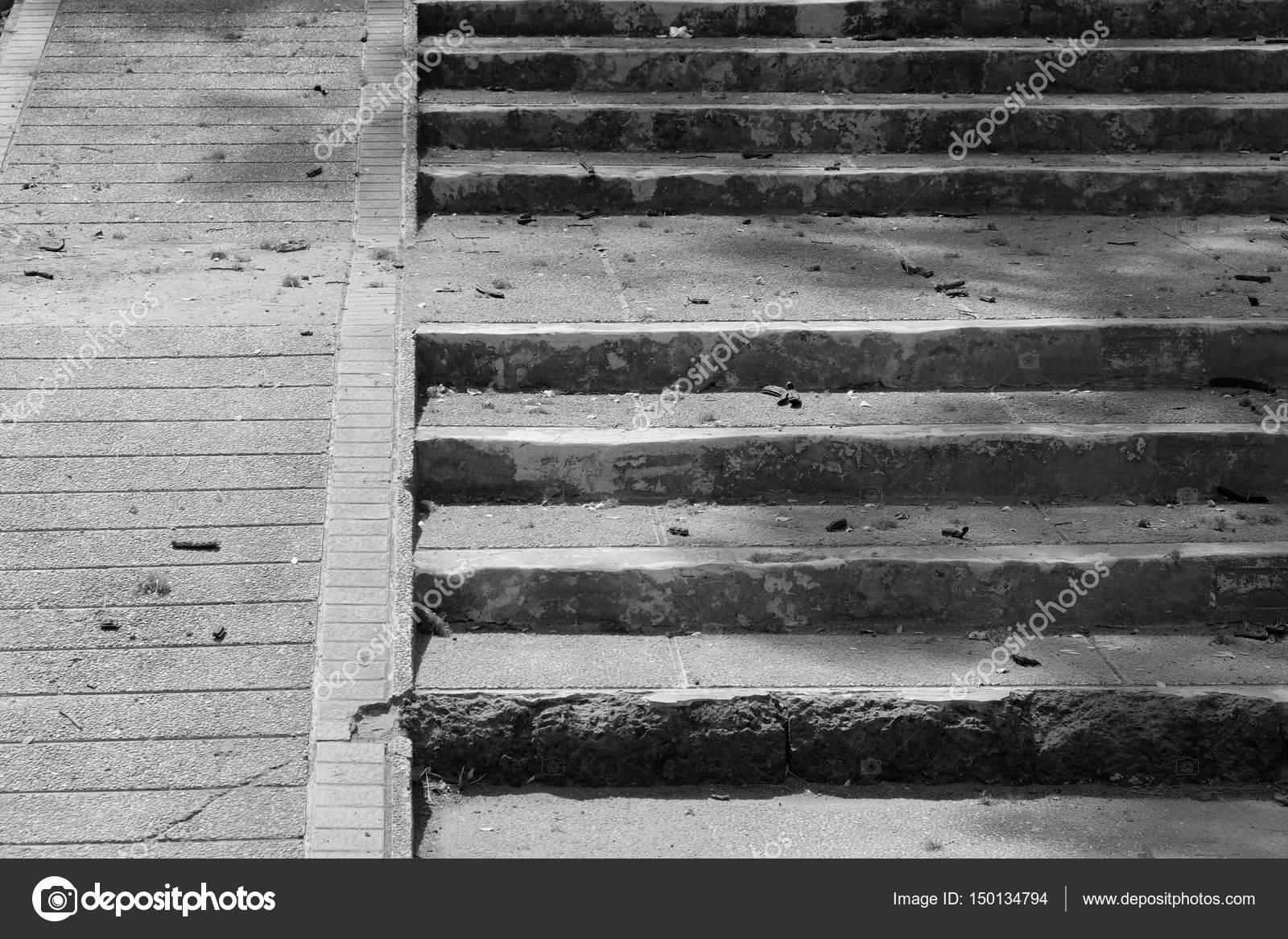 Zwart wit steen en betonnen trap detail van de moderne