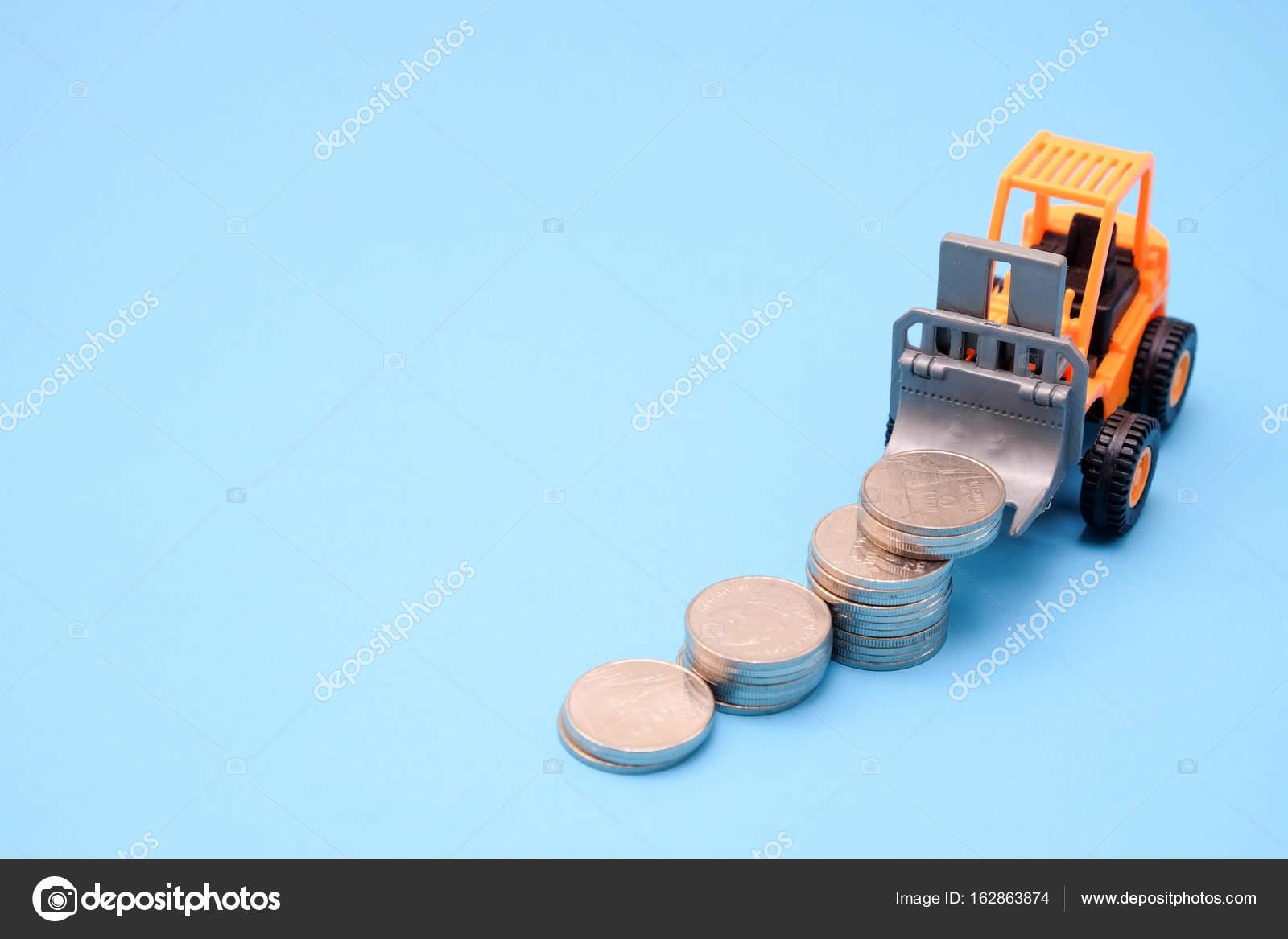 Ahorrar Dinero Para Inversion Concepto Carro Juguete Y Monedas Sobre