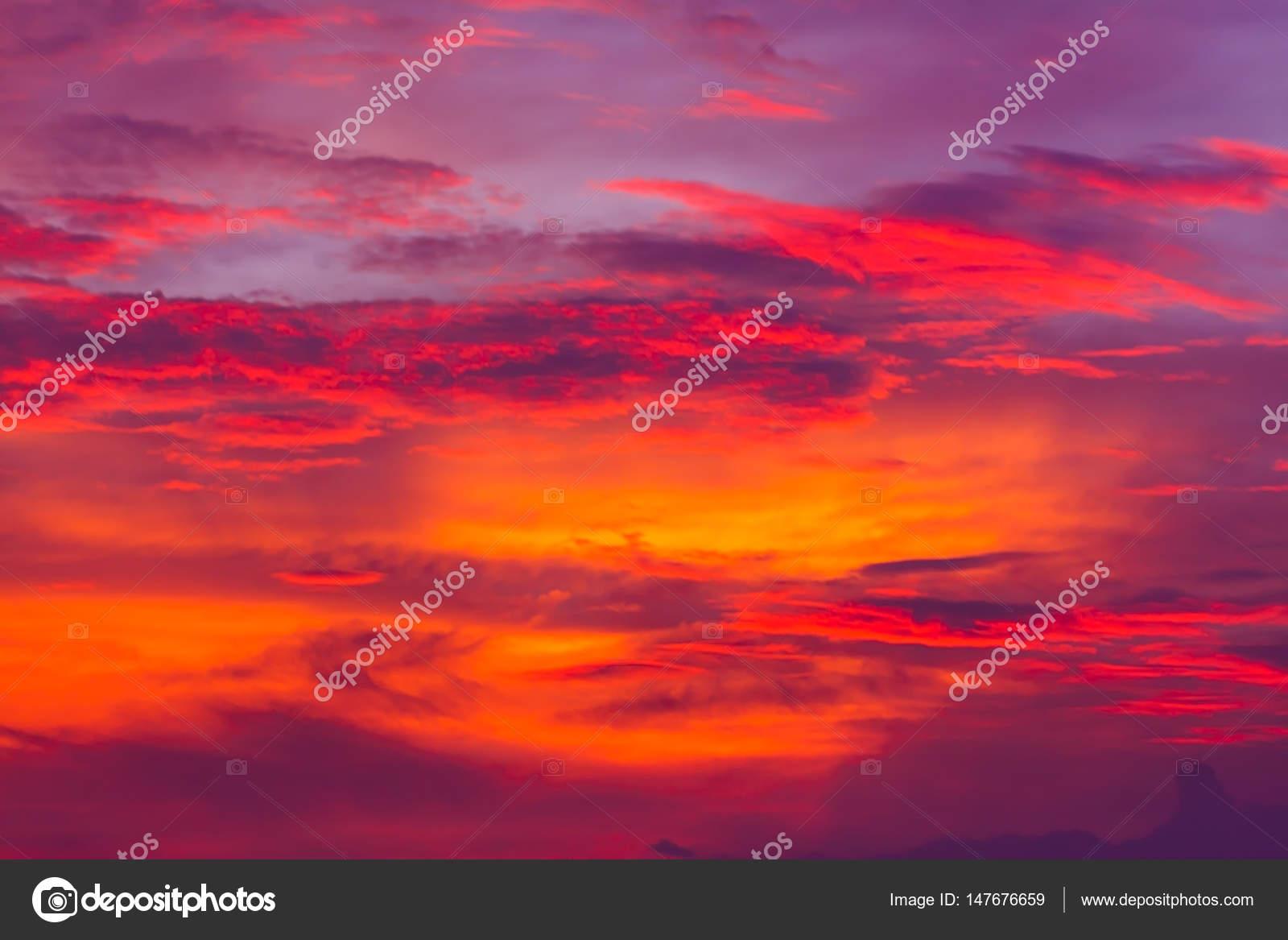 Cielo Rosso Di Notte.Priorita Bassa Della Natura Cielo Rosso Di Notte E Nuvole Tempo