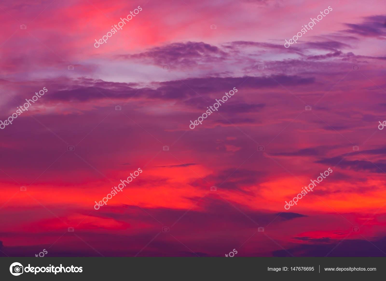Cielo Rosso Di Notte.Priorita Bassa Della Natura Cielo Rosso Di Notte E Nuvole Foto