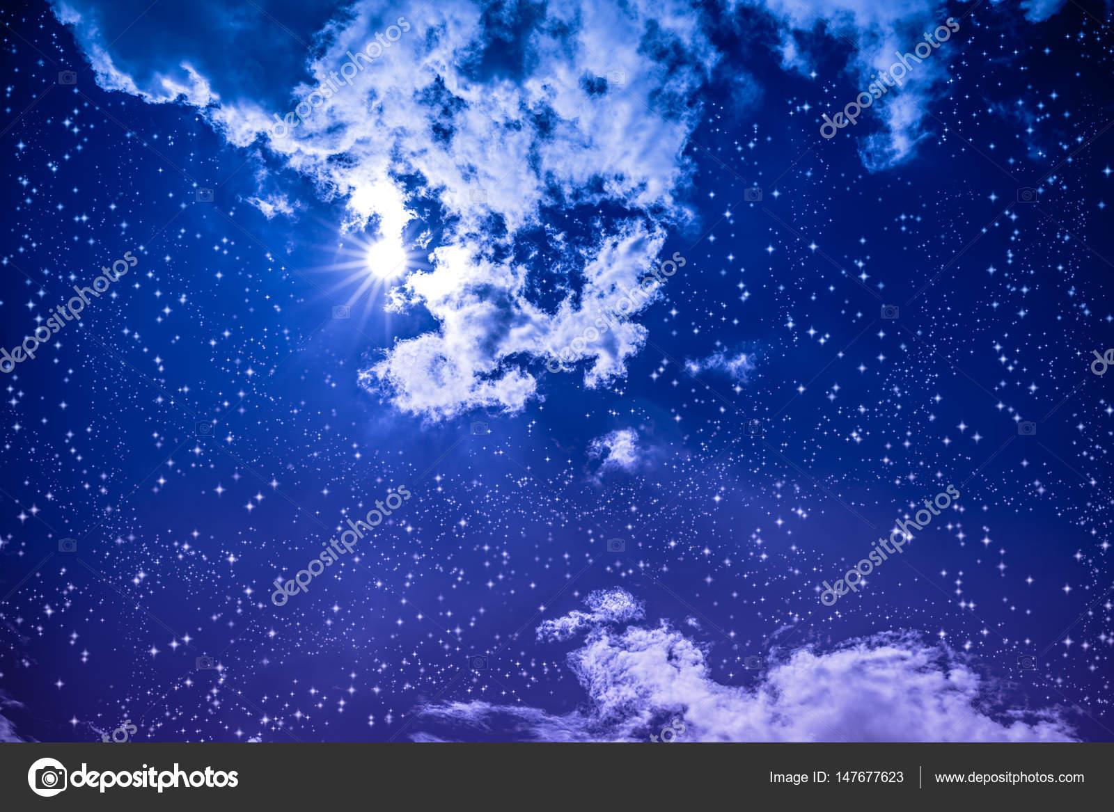ciel de nuit noire tonnante avec nombreuses toiles lumineuse pleine lune et clo. Black Bedroom Furniture Sets. Home Design Ideas
