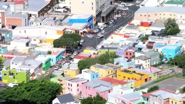 Kapské Město, Jihoafrická republika - 15. října 2019: Zvýšený pohled na část Malajské čtvrti známé jako Bo-Kaap v tradiční muslimské oblasti Kapského Města Cbd