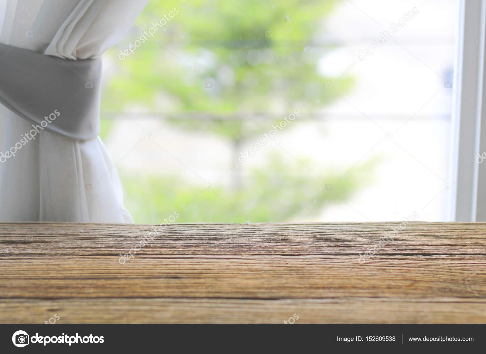 Photo Stock - contador de mesa de madera cerca de la ventana con la ...