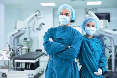 surgeons in surgery room