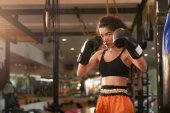 Photo Female Muay Thai boxer is ready to hit