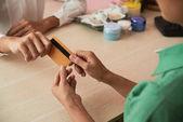 Fotografie Rukou recepční pořizování karty přijímat platby
