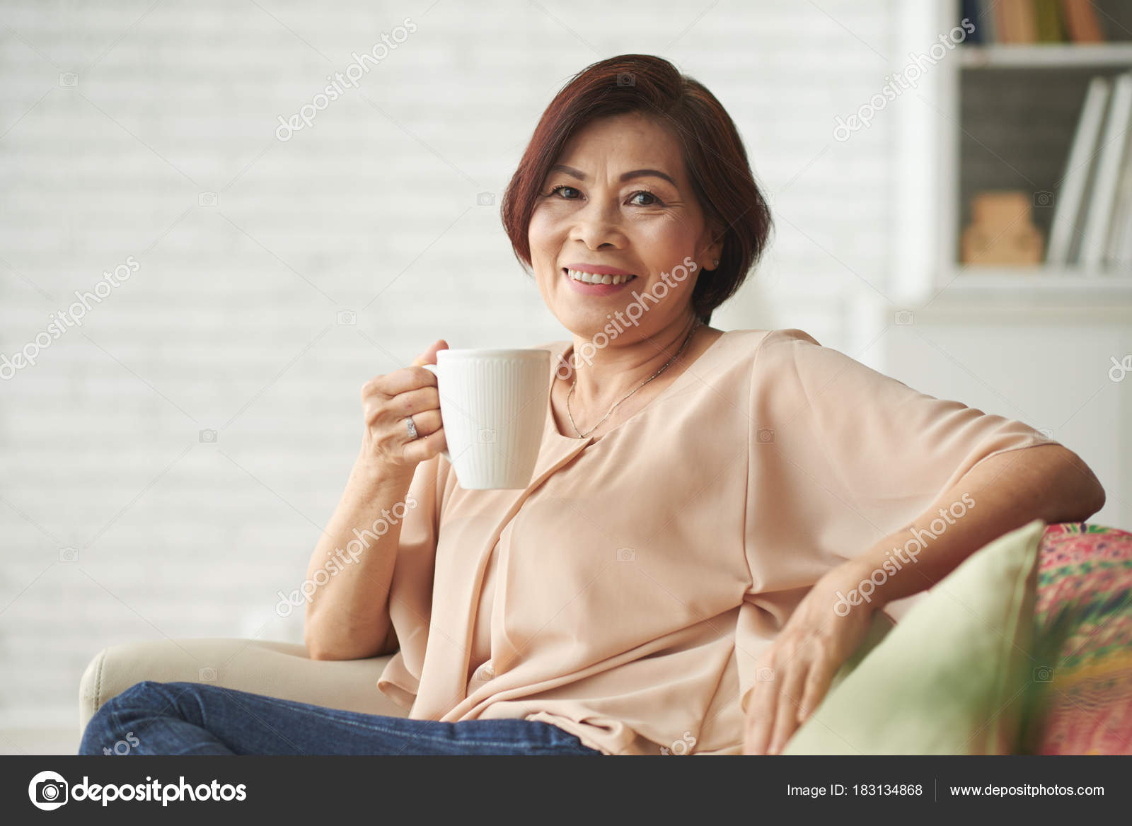 portrait happy mature vietnamese woman big mug coffee — stock photo