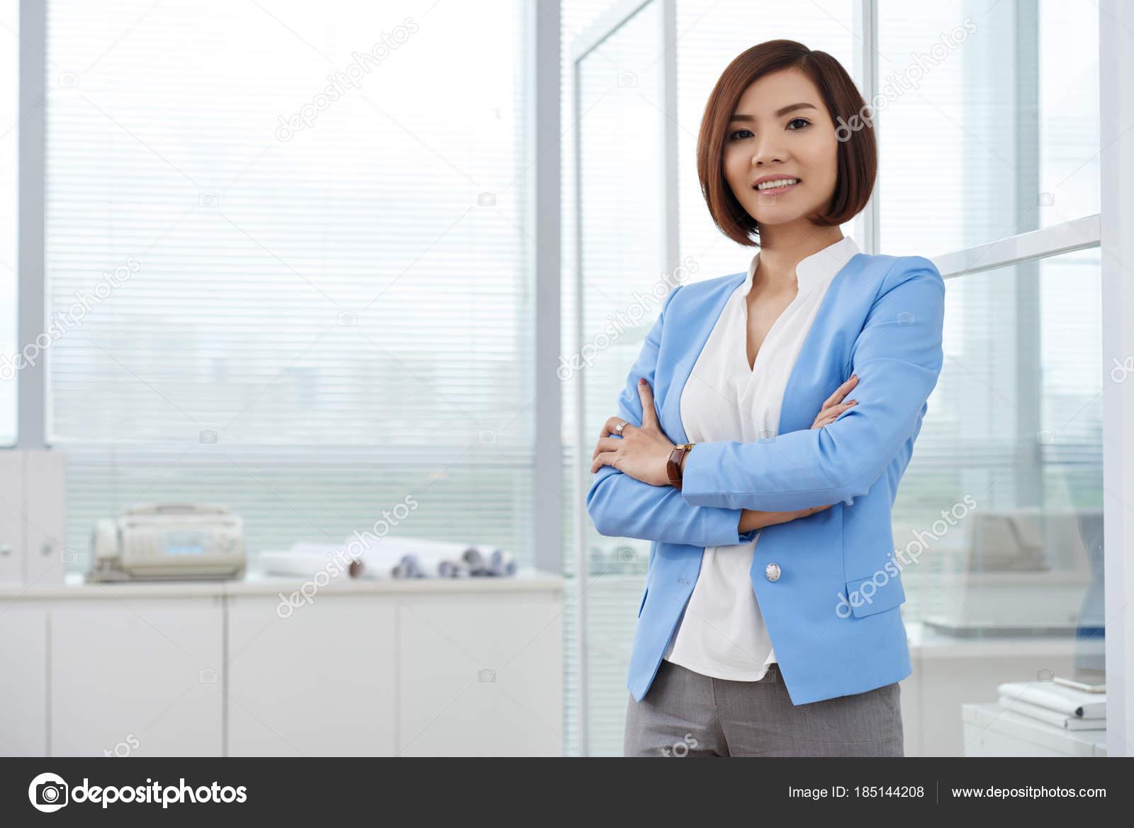 Деловая красивая и свободная женщина фото #6