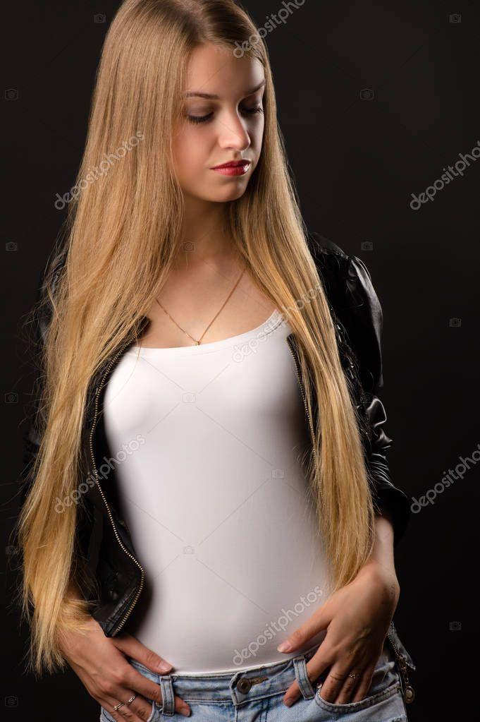Blonde Teenager Mädchen In Weißen Hemd Und Jacke Stockfoto
