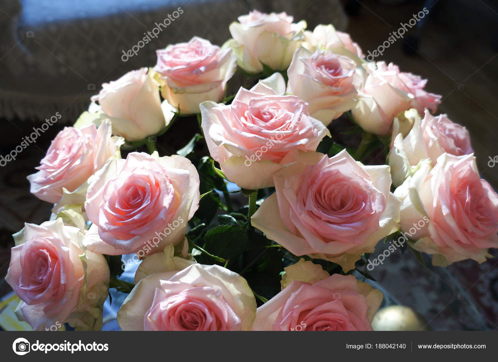 Natural Beautiful Pink Rose Bouquet Flowers Background