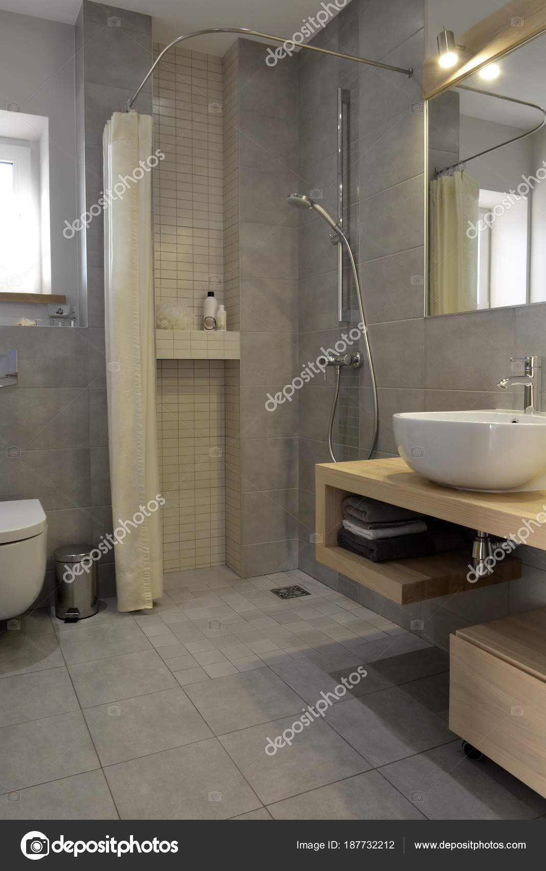 Modernes badezimmer design — Stockfoto © CharMoment #187732212