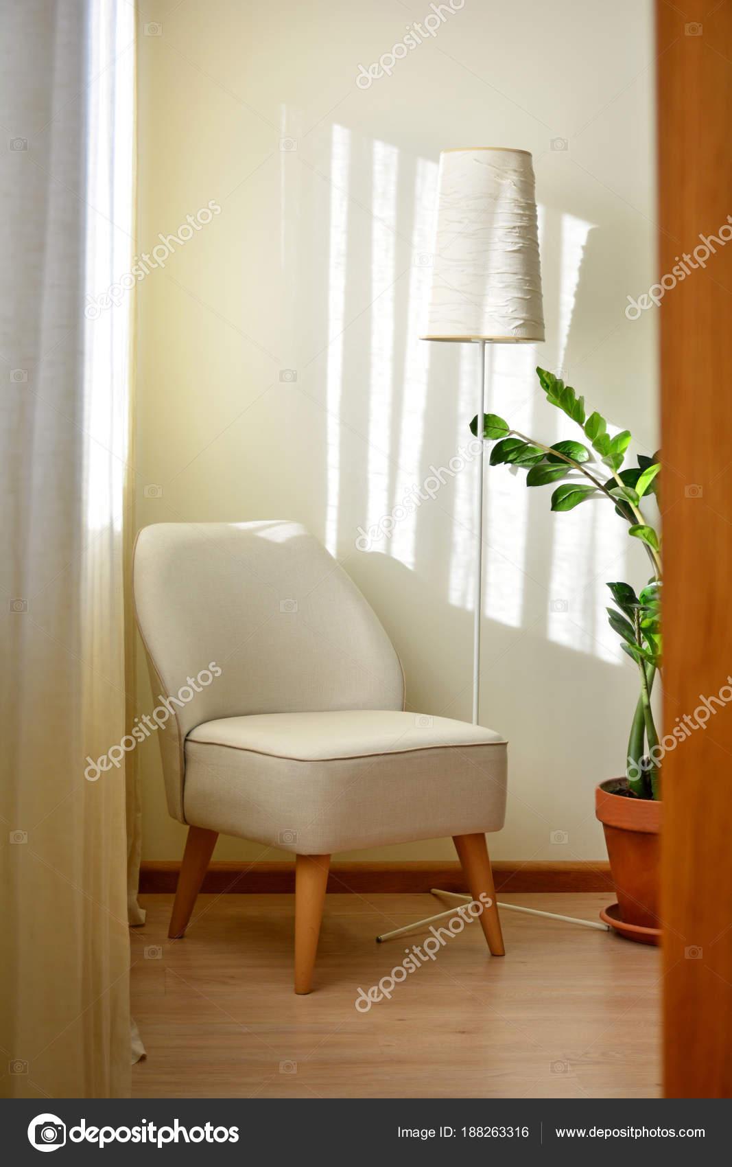 Eine Beige Farbe minimalistischen Stil Sessel in modernem Design ...