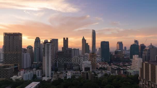 Time-Lapse letecký pohled na moderní budovu v obchodní zóně v Bangkoku, Thajsko