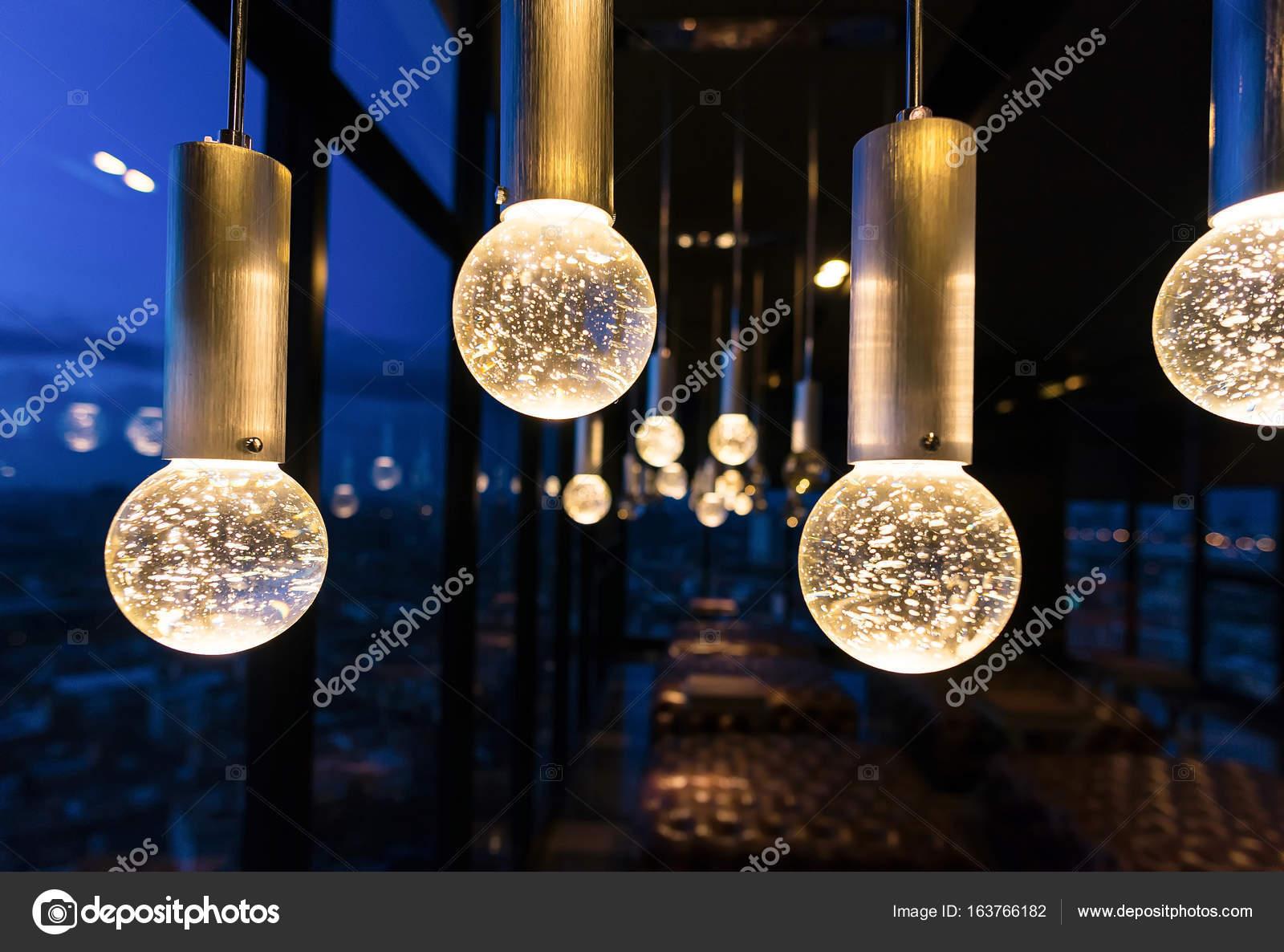 Interieur van de luxe van de kroonluchter licht patroon