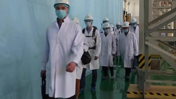 Люди в белых халатах видео 3
