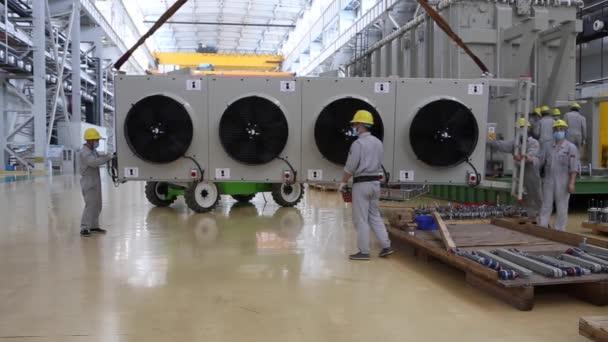 Exkurze, odebrání z klimatizace na továrnu, která transformátory