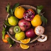 košík s ovocem zátiší. chutí a barev