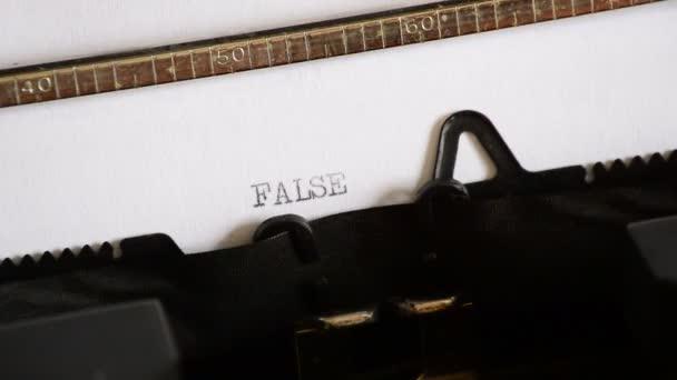 Zadáte slovo NEPRAVDA s staré ruční psací stroj
