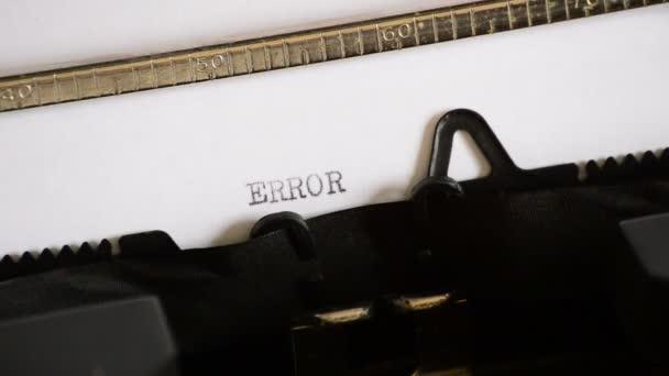 Zadáte slovo chyba s staré ruční psací stroj