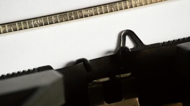 Psát slovo s otazníkem se starou ruční psací stroj