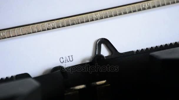 Zadáte slovo opatrnost s staré ruční psací stroj