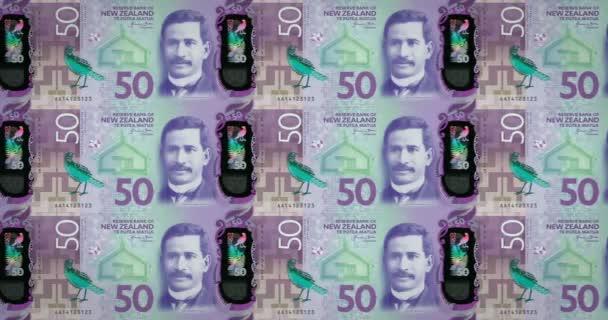 Banconote di cinquanta dollari della Nuova Zelanda di rotolamento, denaro contante, ciclo