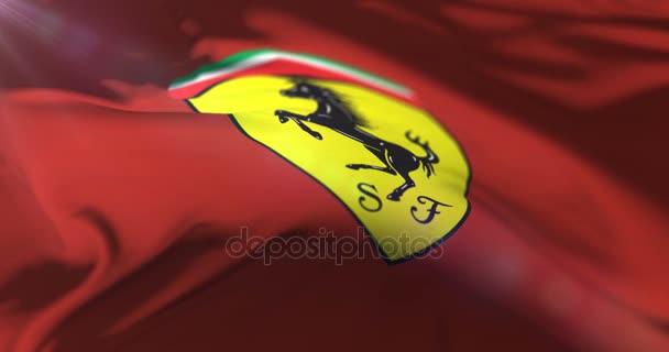 Rudá vlajka s logem Ferrari mával na vítr v pomalé, smyčka