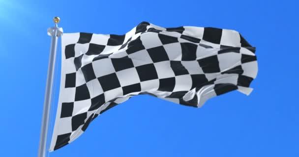 Formule F1 závod mávání vlajkami na větru s modrou oblohu, smyčka