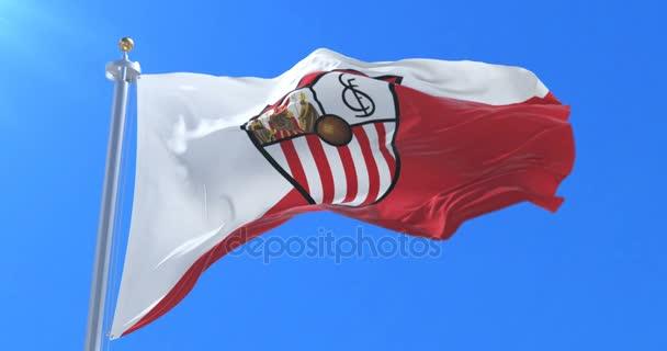 Sevilla Football Club, spanyol csapat foci bajnokság, integet zászló a szél a lassú kék ég. Hurok
