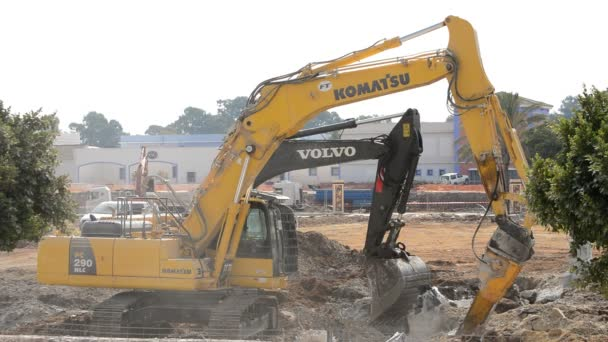 Excavator and excavator hammer working on the demolition of a building