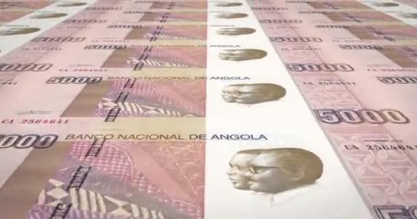 Banknoten der Fünftausend angolanischer Kwanza der Republik Angola, bares Geld