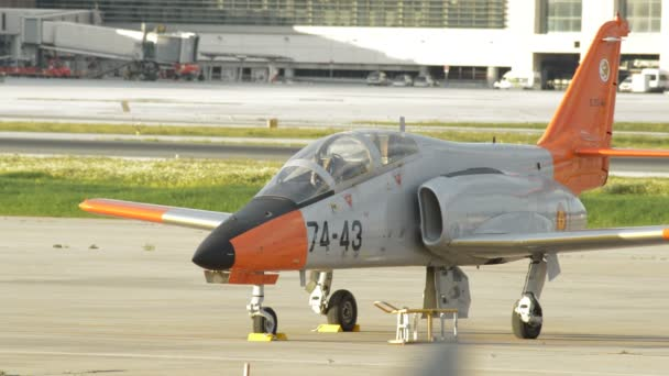 Katonai-harci repülőgép a repülőtér