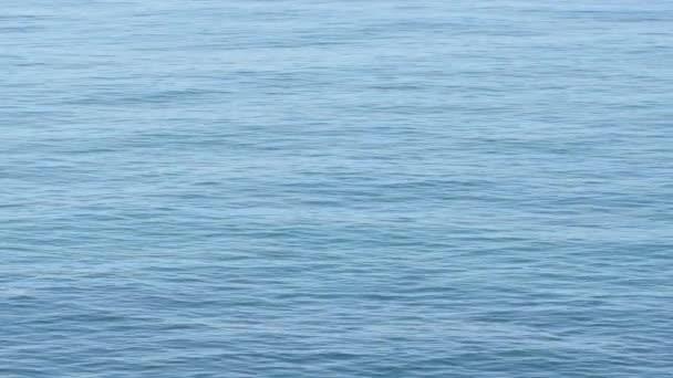 Blaues Meer winkt ein sonniger Tag