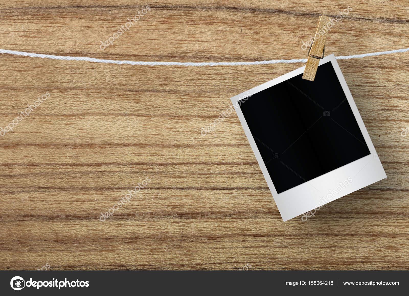 Leere Bilderrahmen mit Wäscheklammer — Stockfoto © nirutdps #158064218