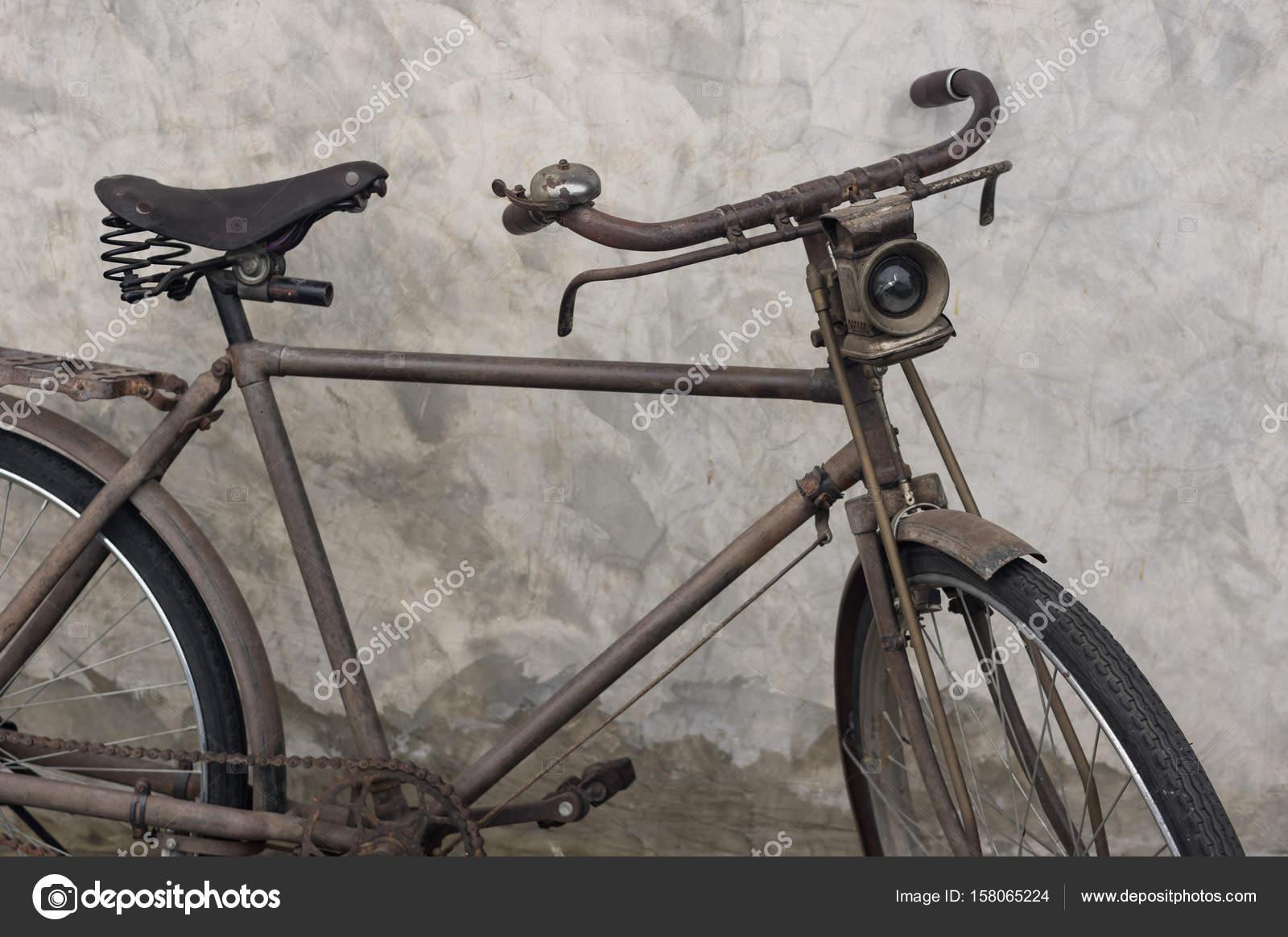 Vintage Fahrrad Wand Stockfoto C Nirutdps 158065224