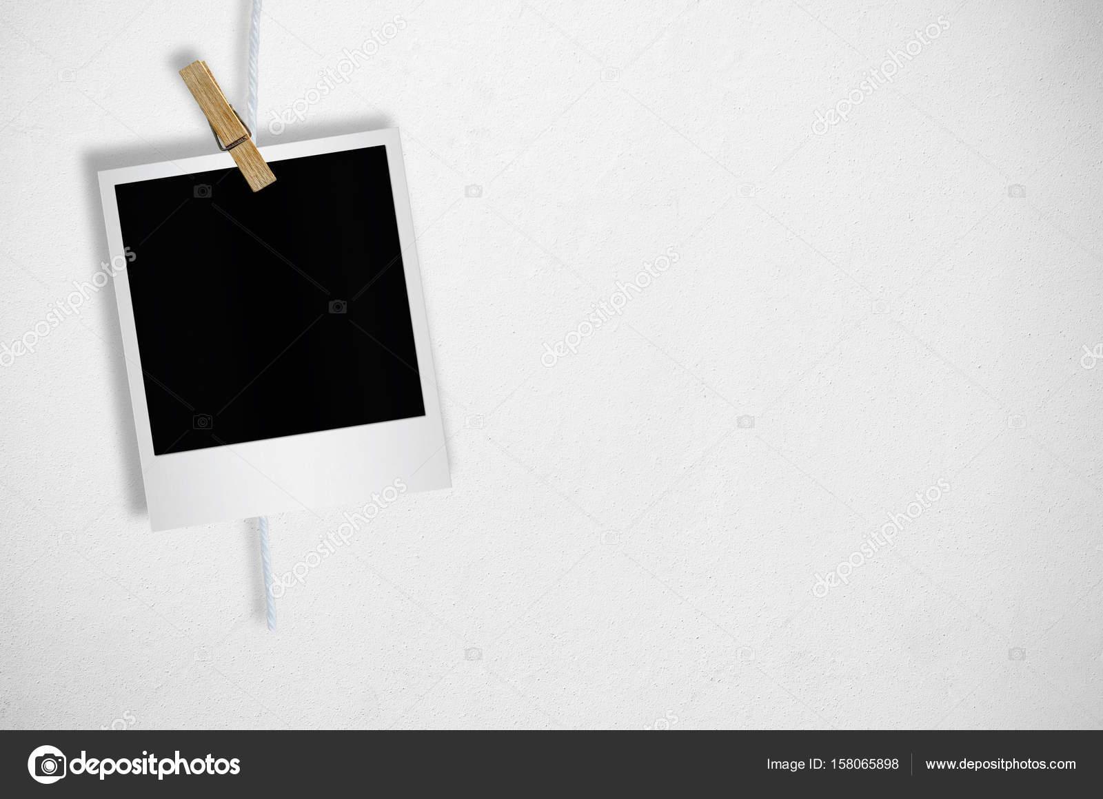 Marco de fotos en blanco con pinza para la ropa — Fotos de Stock ...