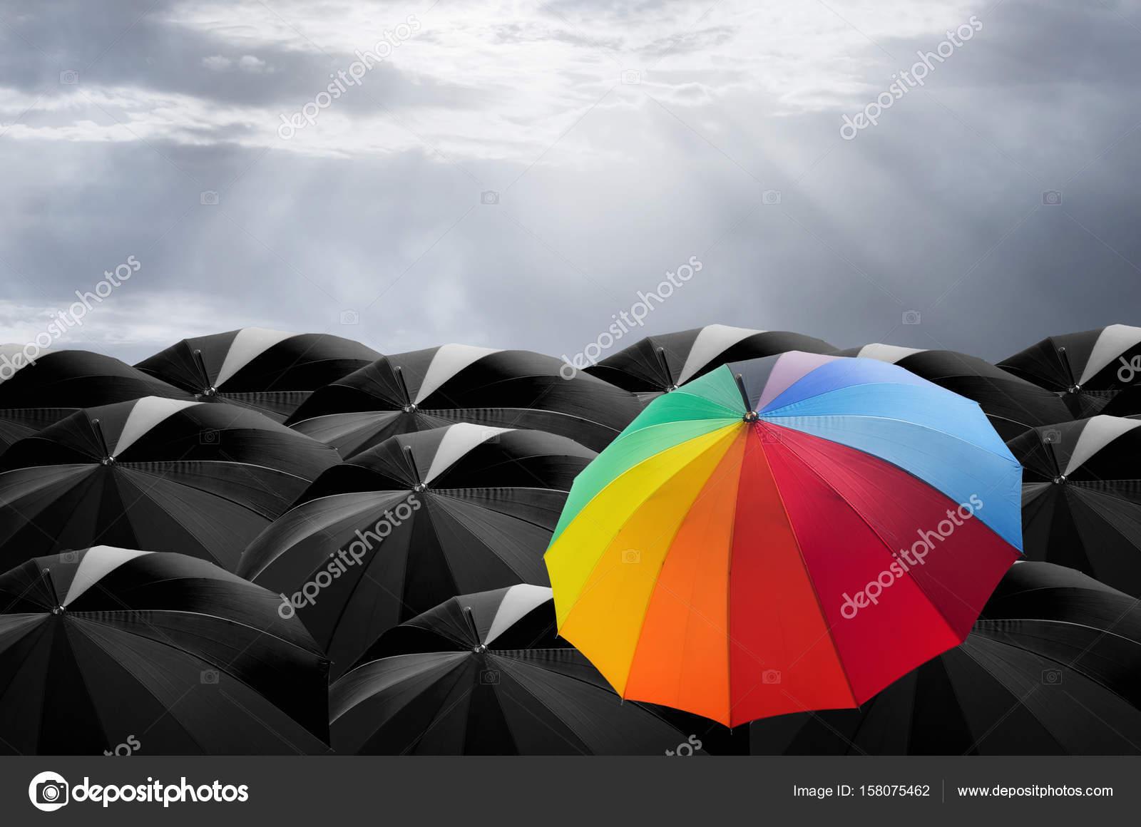 más baratas descuento hasta 60% clientes primero Paraguas colores en masa de paraguas negro — Foto de stock ...