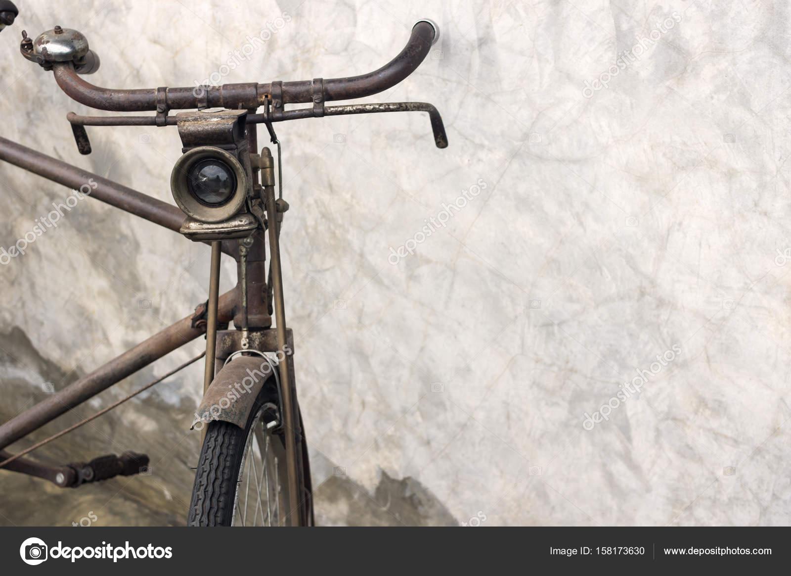 Vintage Fahrrad Wand Stockfoto C Nirutdps 158173630