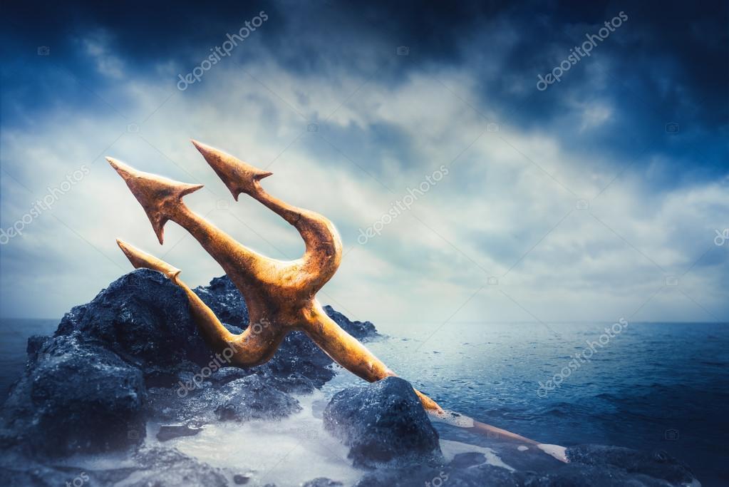 tridente poseidone  Tridente di Poseidone in mare — Foto Stock © fergregory #126948196