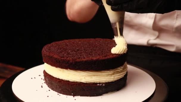 főzés torta női kéz fekete kesztyű