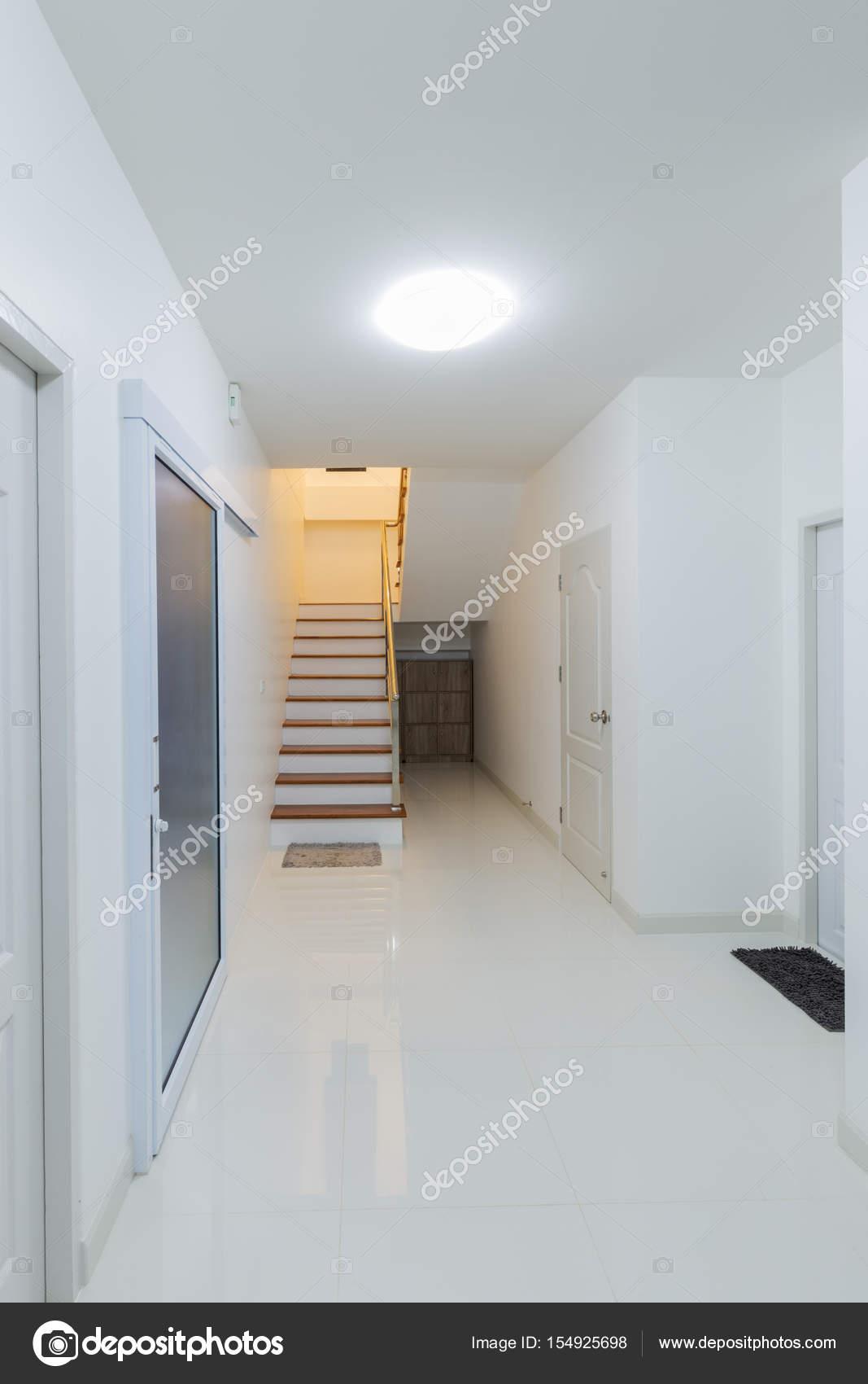 Verführerisch Treppen Im Haus Ideen Von Kleiner Saal Zimmer Und — Stockfoto