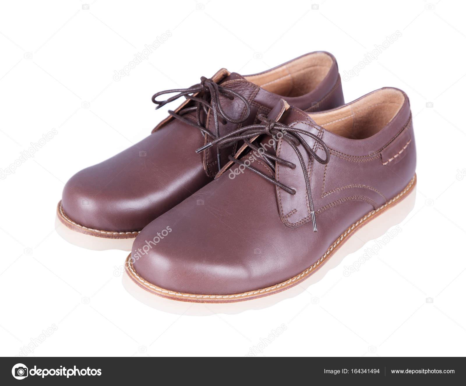 25c25339c2 Zapatos cuero hombre aislados sobre fondo blanco marrones — Foto de ...
