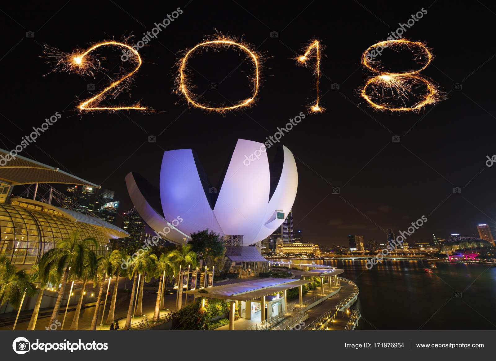 2018 happy new year firework sparkle with singapore skyline and marina bay view photo by geargodz
