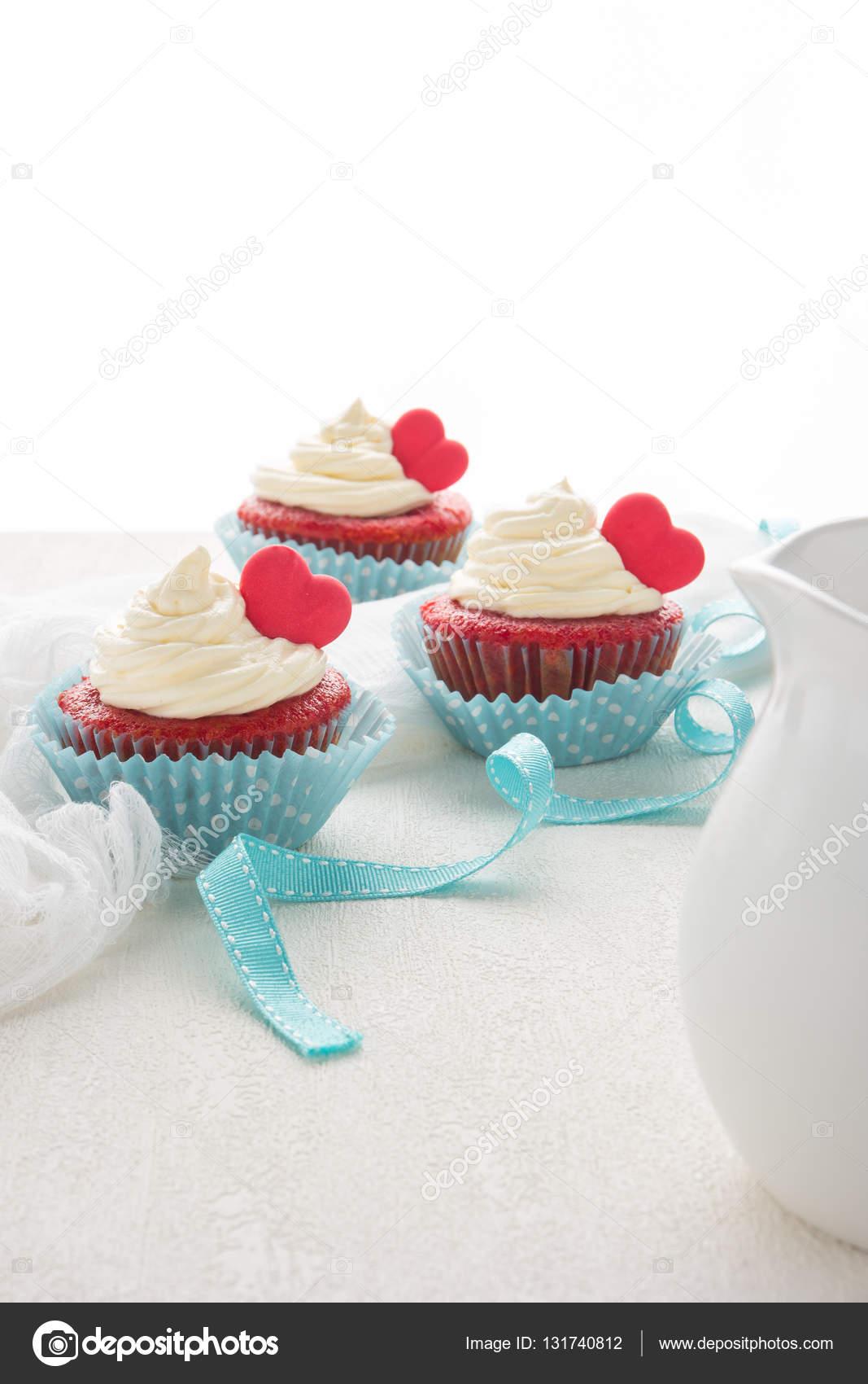 Herz Muffins Zum Valentinstag Stockfoto C Anamomarques 131740812