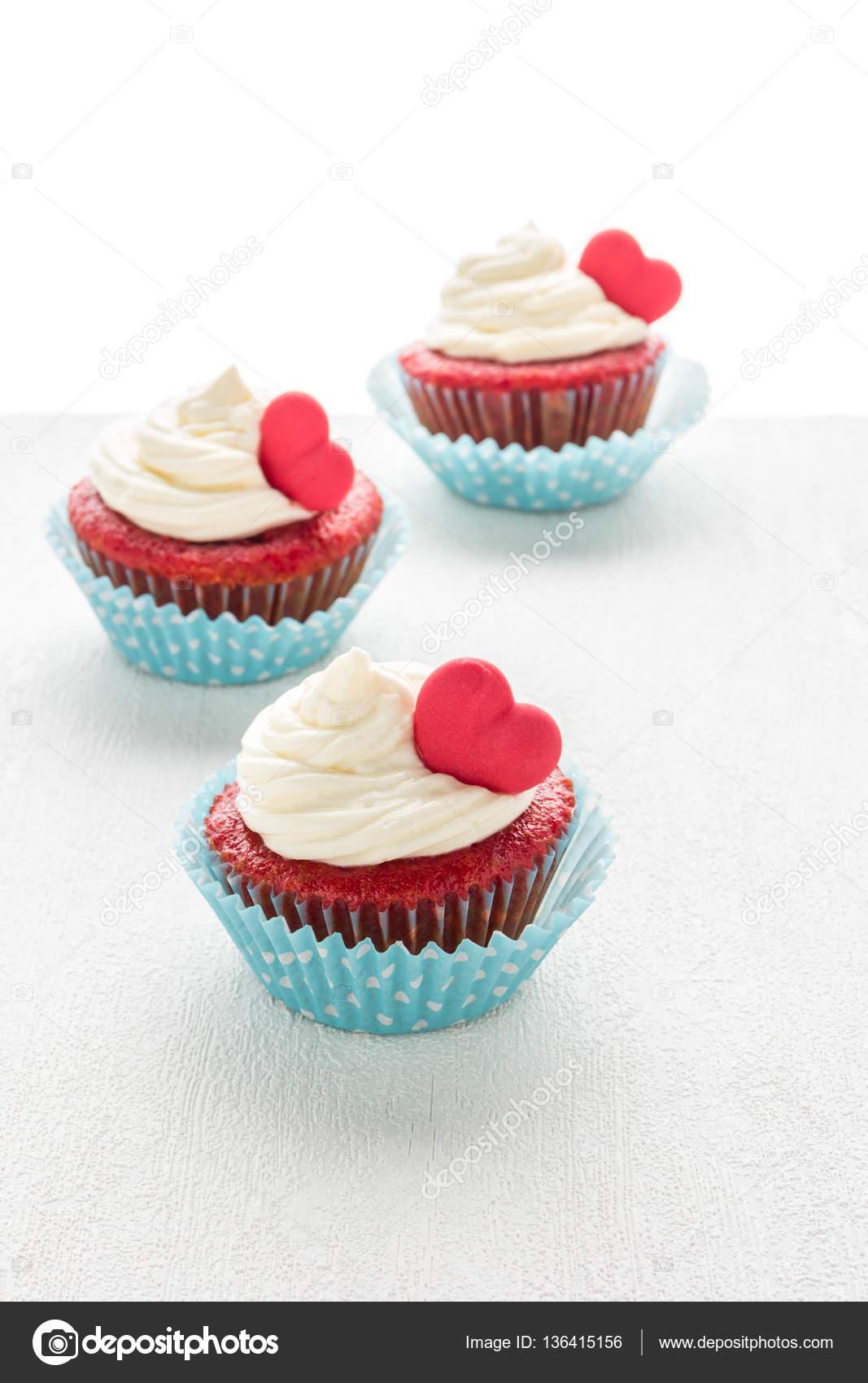 Herz Muffins Zum Valentinstag Stockfoto C Anamomarques 136415156